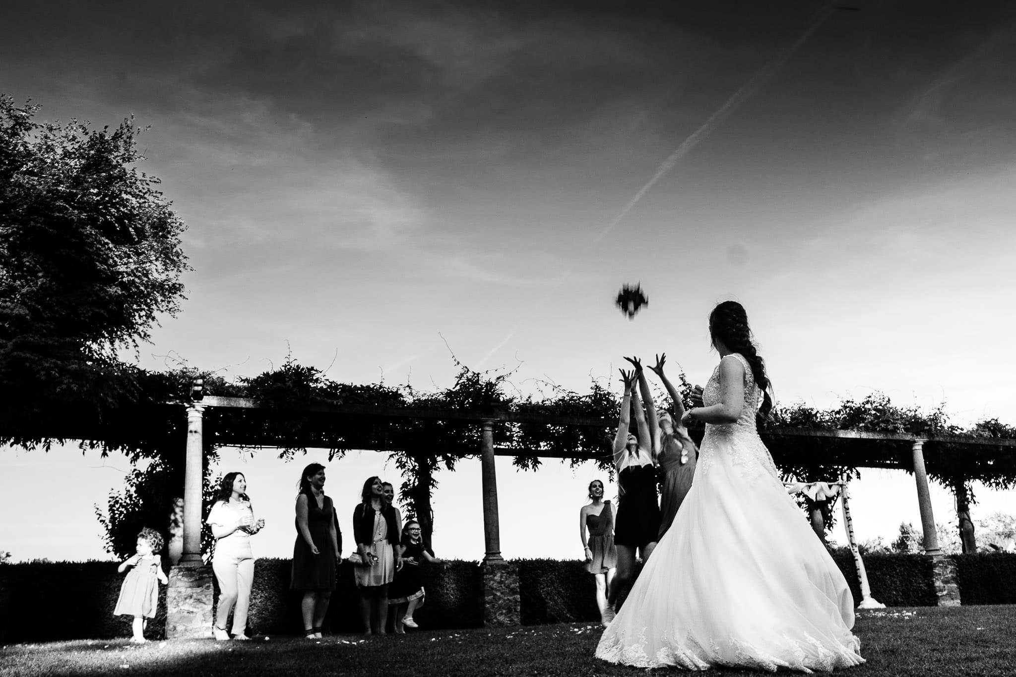 lancio bouquet matrimonio villa martinelli
