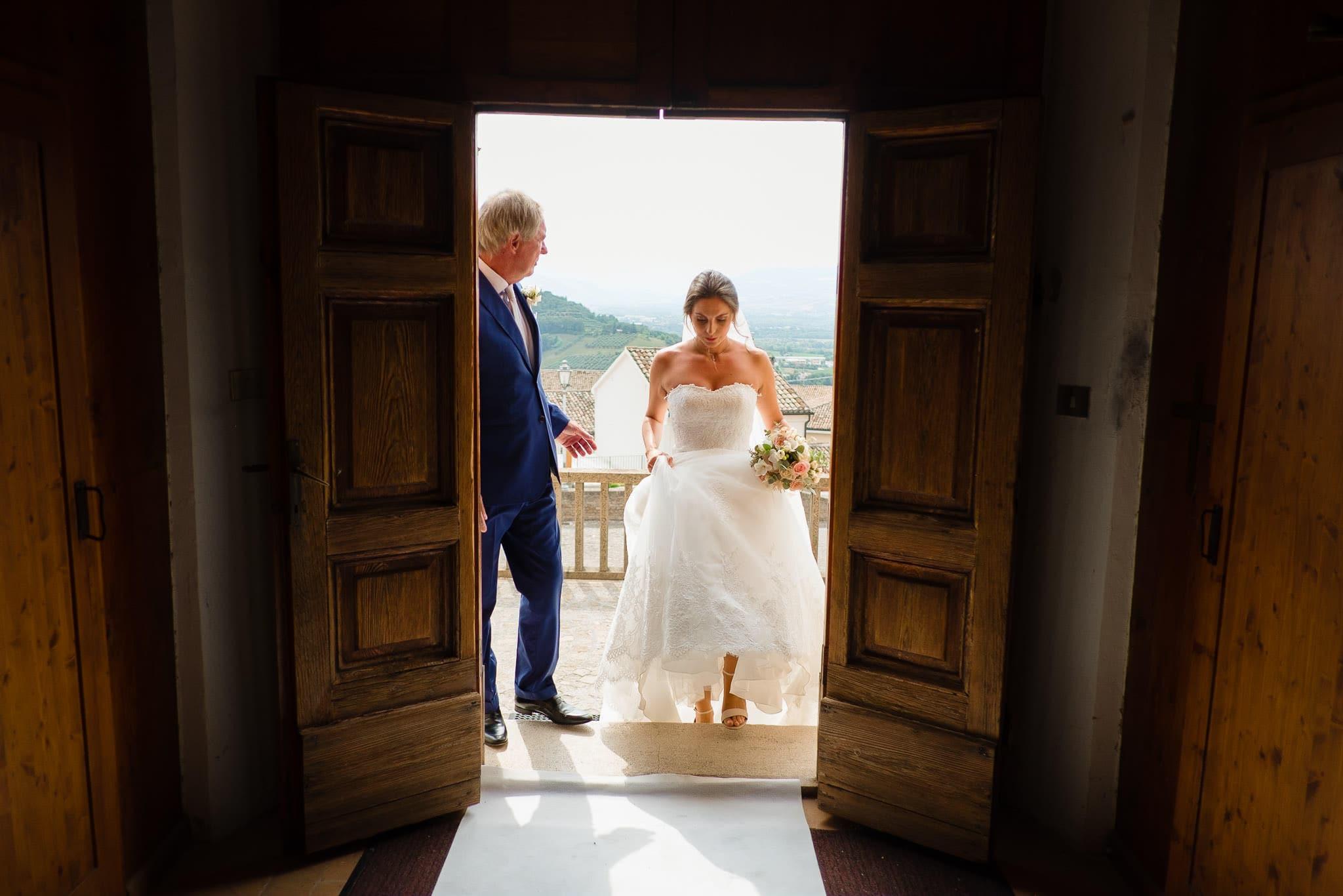 matrimonio castello di gradara nelle marche chiesa ingresso