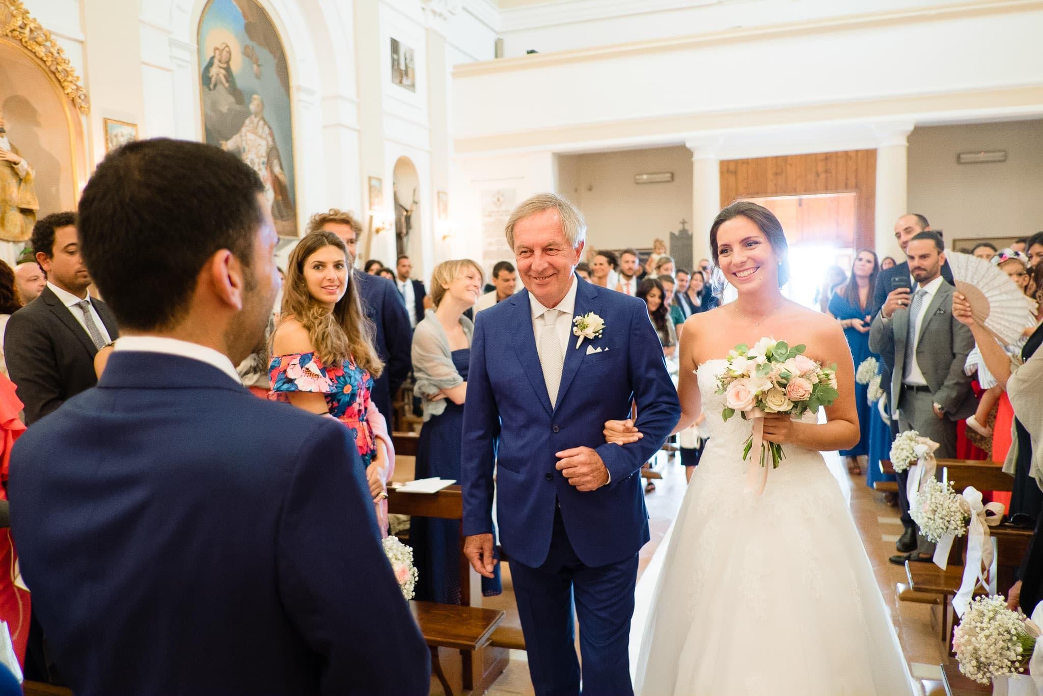 matrimonio castello di gradara nelle marche chiesa ingresso sposa