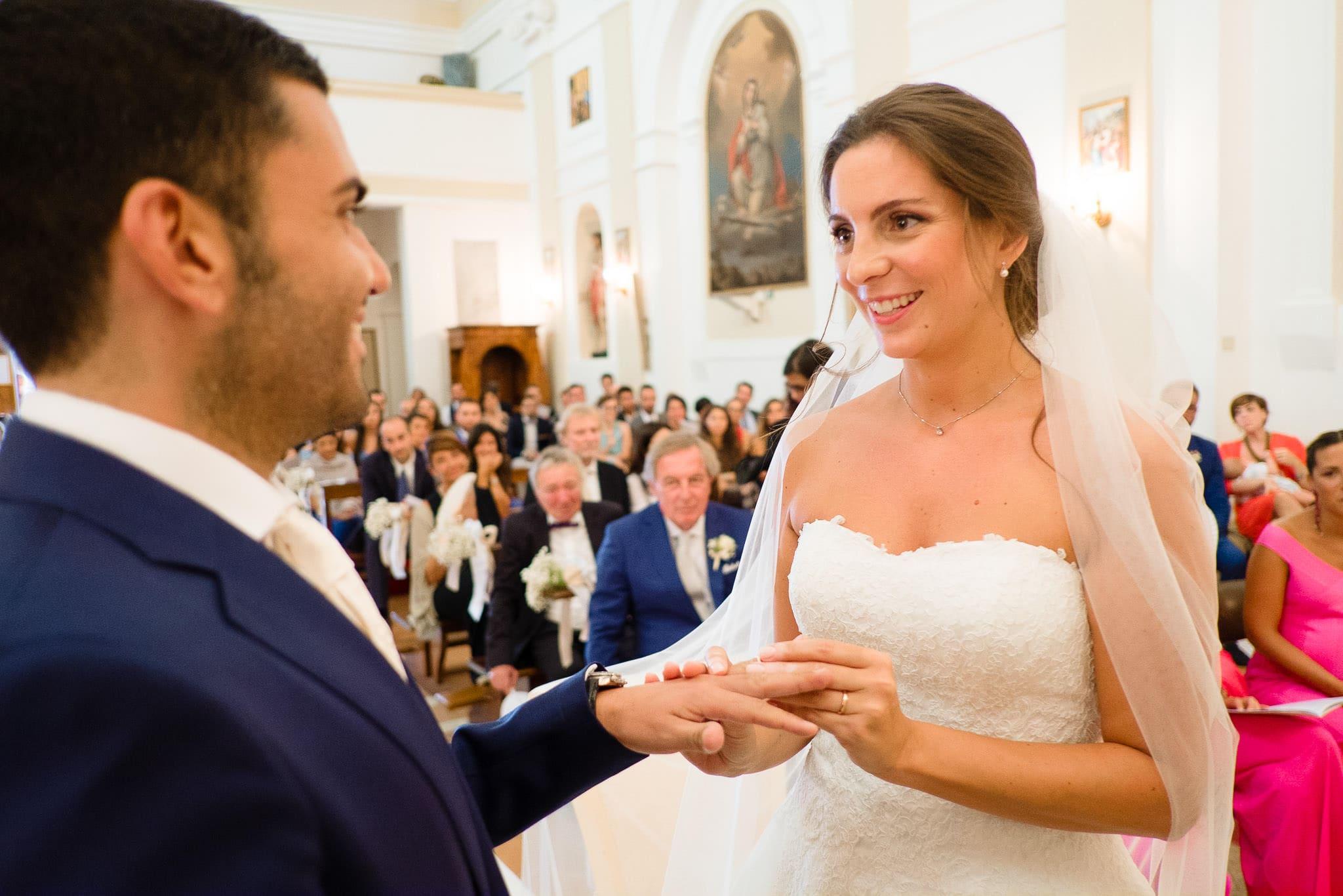 matrimonio castello di gradara nelle marche scambio fedi
