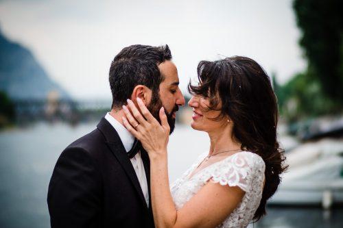 ritratto coppia sposi sul lago di lecco
